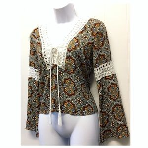 Romeo & Juliet Couture | Boho Bell Sleeve Blouse